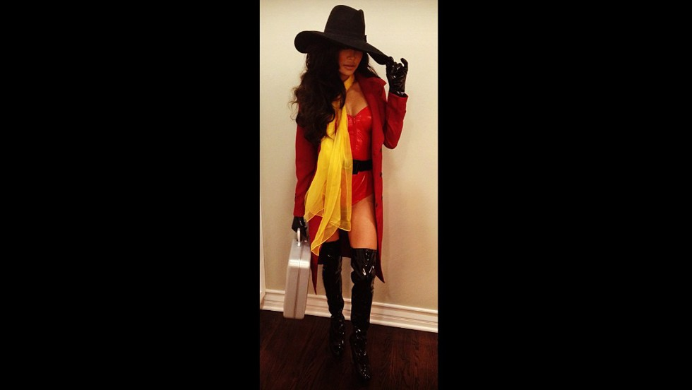 "Where in the world was <a href=""http://instagram.com/p/f9M6Gik1ya/"" target=""_blank"">Naya Rivera</a> headed? To a Halloween party as a sexy Carmen Sandiego, obviously."