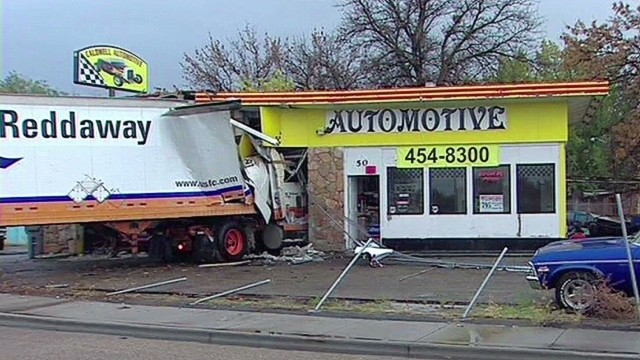dnt semi truck crashes into autoshop _00005222.jpg
