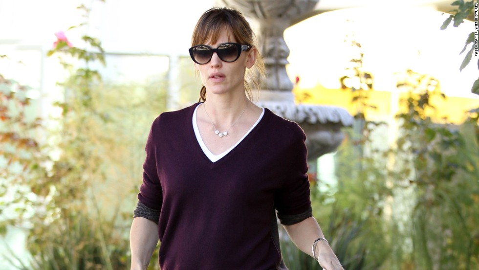 Jennifer Garner heads to the dentist for a checkup in Pacific Palisades, California on November 1.