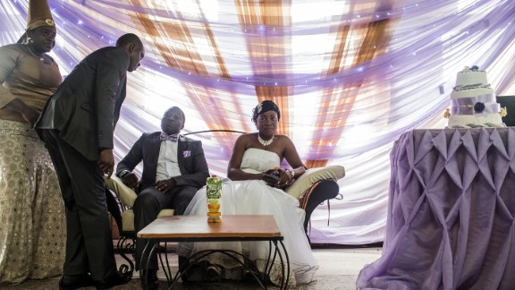 Nigerian Wedding (2012-2013), by American documentary photographer Glenna Gordon.
