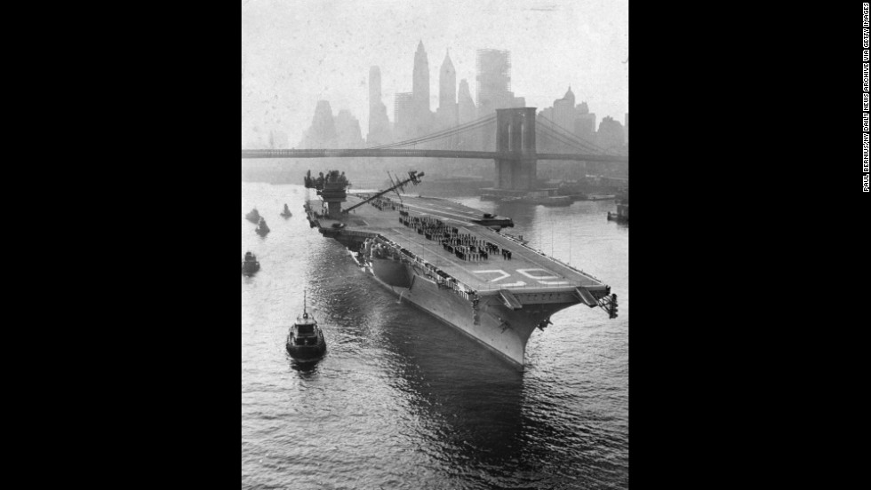 The USS Independence, a member of the Forrestal class, heads up the East River towards the yard in 1959. As well as huge ship-building facilities, the site also contained barracks for marines, a power plant, a large radio station, and several machine shops and warehouses.
