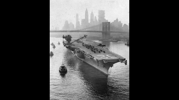 The USS Independence, a member of the Forrestal class that preceded the Kitty Hawk class, heads up the East River in New York in 1959.