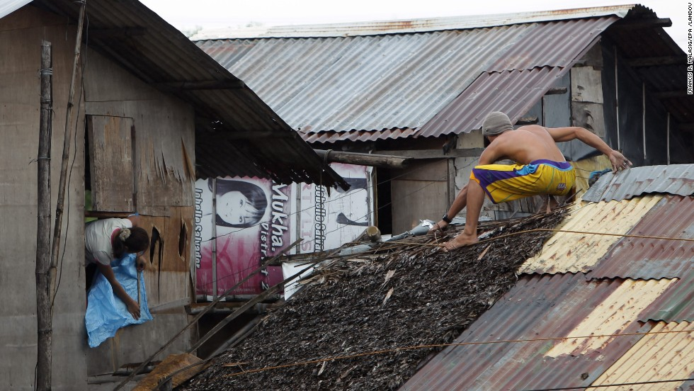 Residents reinforce their homes in Las Pinas on November 8.