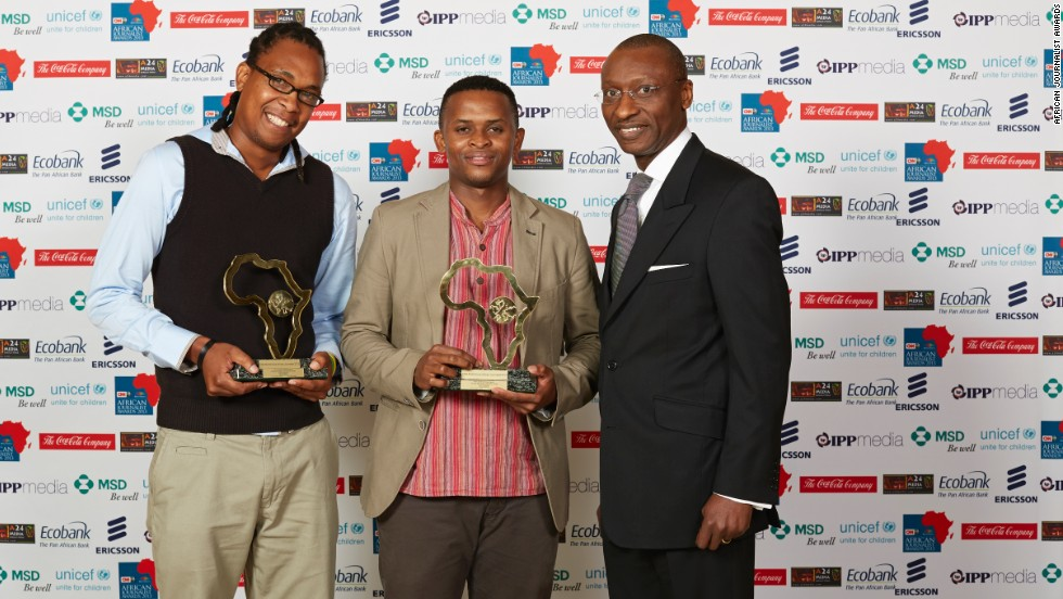 Msindisi Fengu (far left) and Yandisa Monakali (centre), pictured here with Charles Kie (right), were the joint winners of the Print General News Award. They also took home the Overall Winners Award for 2013.