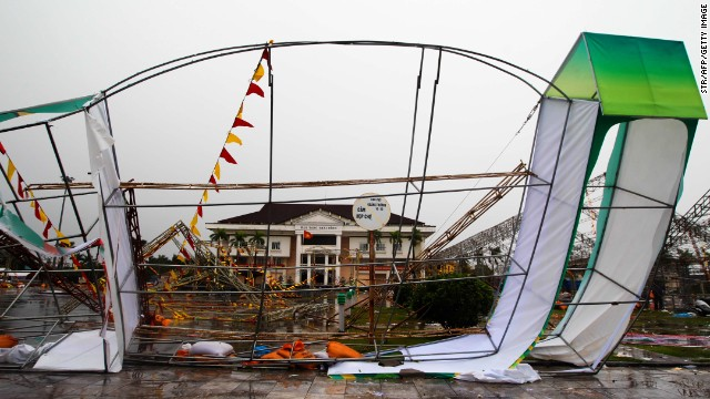 A large billboard in the northeastern Vietnamese city of Thai Binh was torn down by strong winds brought by Typhoon Haiyan.