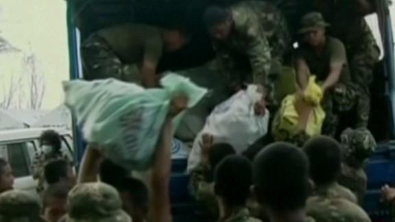 lok starr philippines marines arrive_00001413.jpg