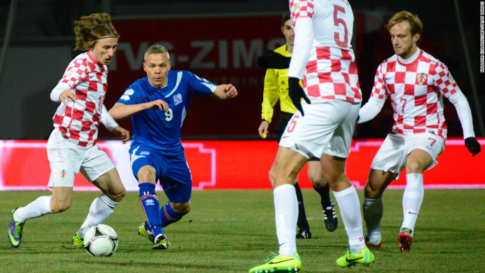 Croatia's Luka Modric was unable to unlock the Iceland defense, with the underdog host hanging on for a 0-0 result. Iceland played most of the second half with 10 men.
