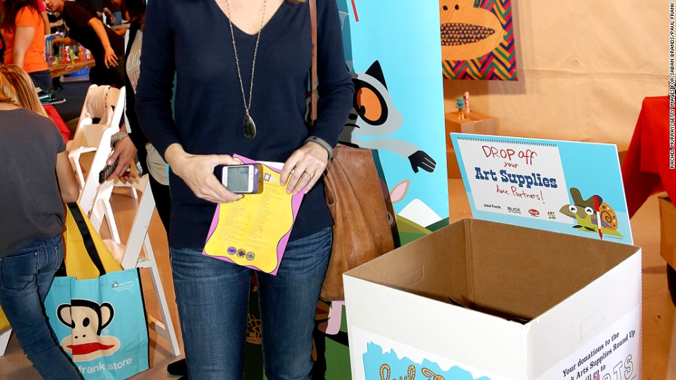 Lisa Kudrow kept it casual for the launch of the 2nd annual Paul Frank Art Supplies Round-Up on November 17 in Santa Monica, California.