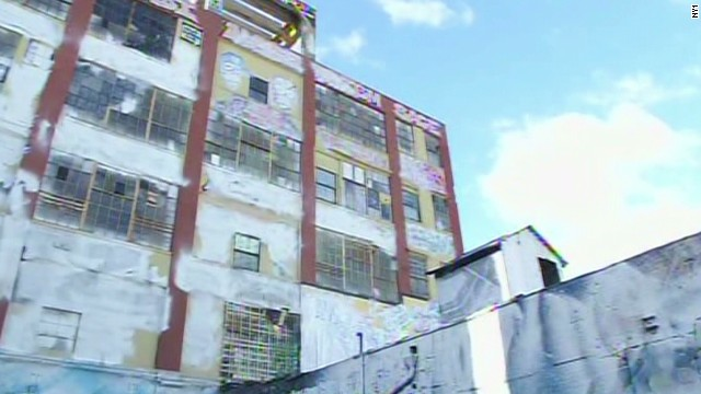 '5 Pointz' graffiti removed overnight