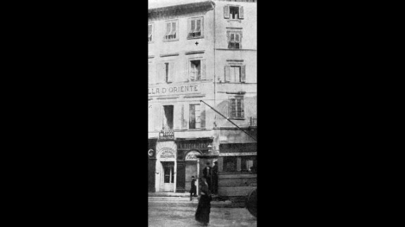 The Hotel Tripoli-Italia, now called the Hotel La Gioconda, is where Peruggia showed the stolen painting to art dealer Alfredo Geri and Uffizi Gallery director Giovanni Poggi in Florence, Italy, on December 10, 1913. Peruggia, who claimed to have stolen the Mona Lisa to return her to her native Italy, was arrested and eventually sentenced to jail.