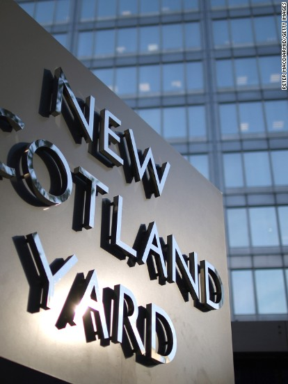 5 members of UK family held on terror charges