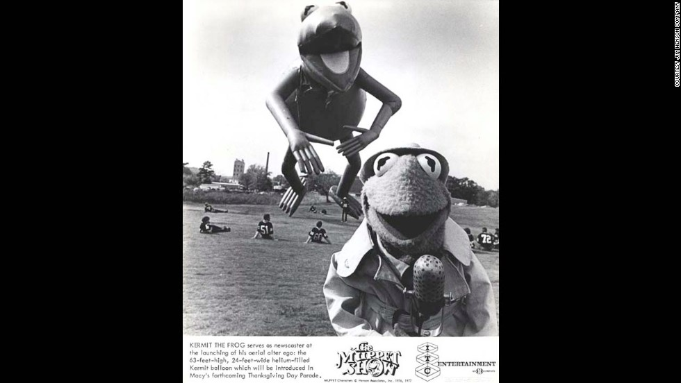 "<strong>Kermit the Frog (1977):</strong> A ""Muppet Show"" ad promotes the launch of the Kermit balloon in 1977."