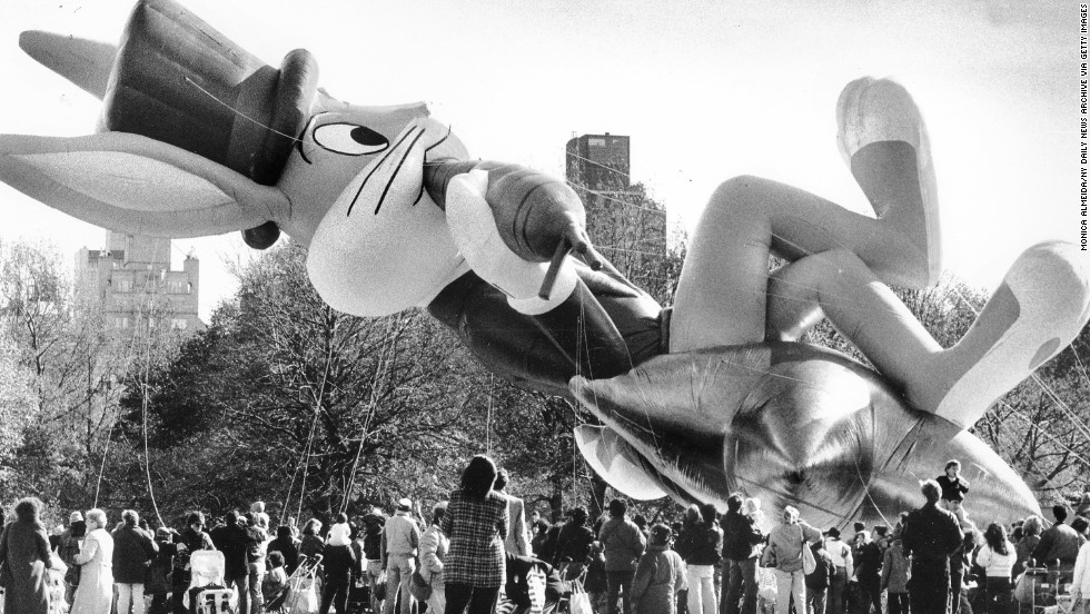 <strong>Bugs Bunny (1989):</strong> Bugs Bunny floats over the Great Lawn in Central Park.