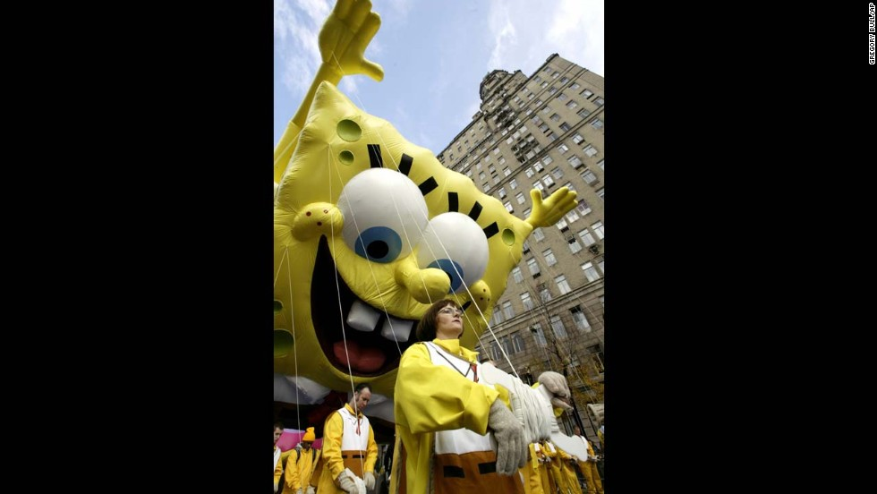 <strong>SpongeBob SquarePants (2004):</strong> SpongeBob left his pineapple home in the sea to attend his first Macy's parade in 2004.