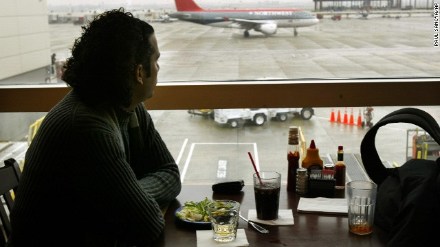 At an increasing number of airports nationwide, more options for the health-conscious are on the menu.