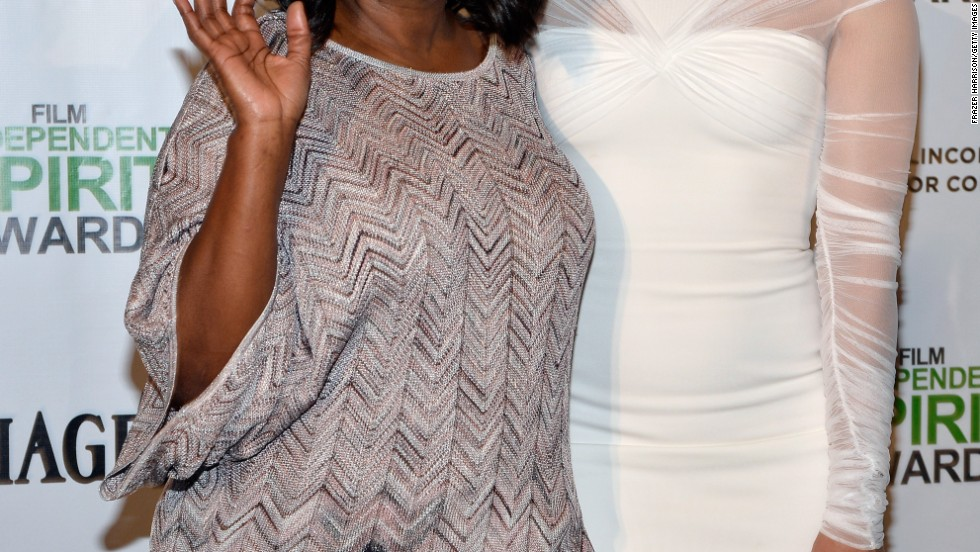 Paula Patton (right) shows off her new haircut alongside Octavia Spencer at the 2014 Independent Spirit Awards on November 26.