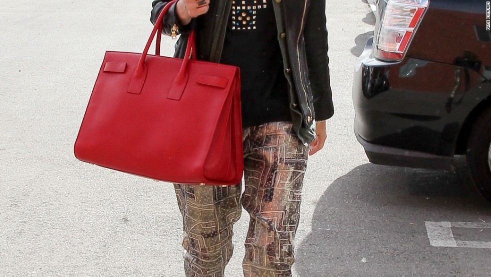 Jessica Alba is ready to get to work as she heads to the office on November 26.