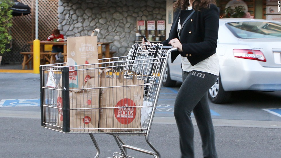 "Kat Dennings must not be ""2 Broke"" as the actress is spotted loading up at Whole Foods on November 27."
