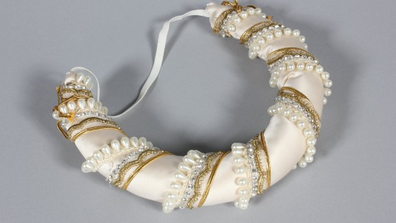The entire ensemble includes a petticoat, removable sleeve panels and a matching head band, but Princess Diana often wore it with just a tiara. The design was inspired by Diaghilev's Ballets Russes.