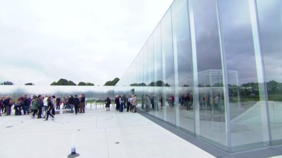 spc inside louvre satellite museum lens glass pkg_00004826.jpg