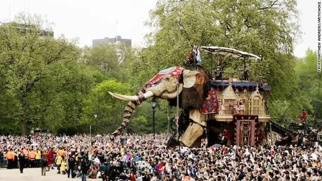 """The Sultan's Elephant"" brought Londoners together to witness a massive street spectacle."