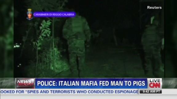 wedeman.mafia.fed.man.to.pigs_00004008.jpg