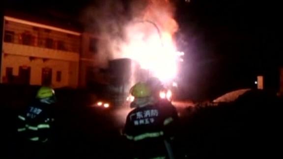 vo china firework truck catches fire_00000702.jpg
