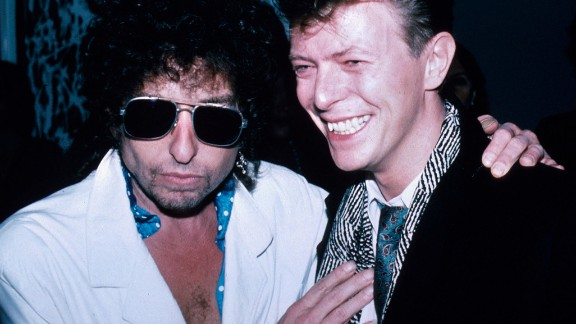 Dylan poses for a photo with David Bowie in 1985.