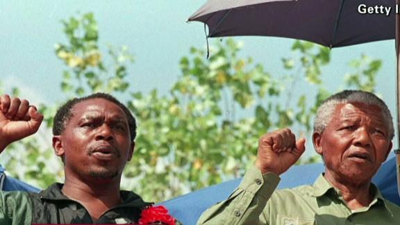 tsr beeper former prisoner-friend of Nelson Mandela_00021925.jpg