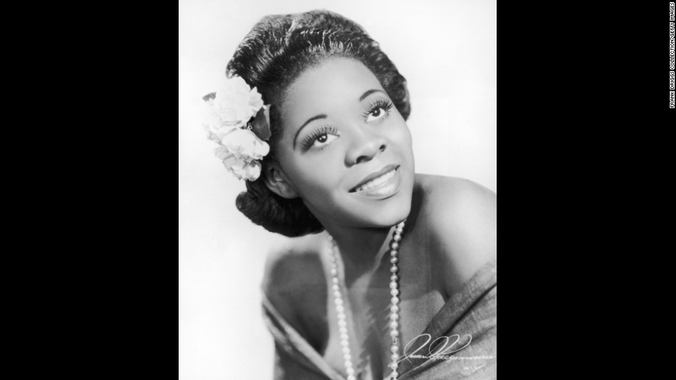 American blues singer Dinah Washington was described by the Rock and Roll Hall of Fame as the most popular black female recording artist of the 1950s. The famous singer was only 39 when she died from an accidental overdose of prescription drugs on December 14, 1963. Here, we take a look at her life and the music she left behind: