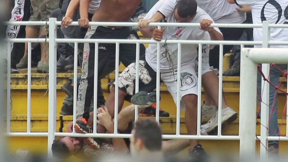 snell.brazil football injuries_00004322.jpg