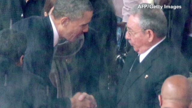 Pres. Obama shakes hands with Raul Casto
