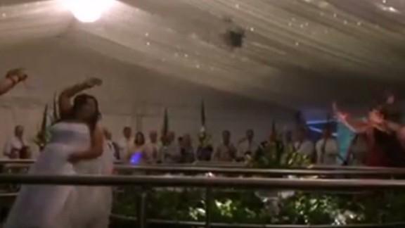 hln wedding bouquet balcony fall_00001713.jpg
