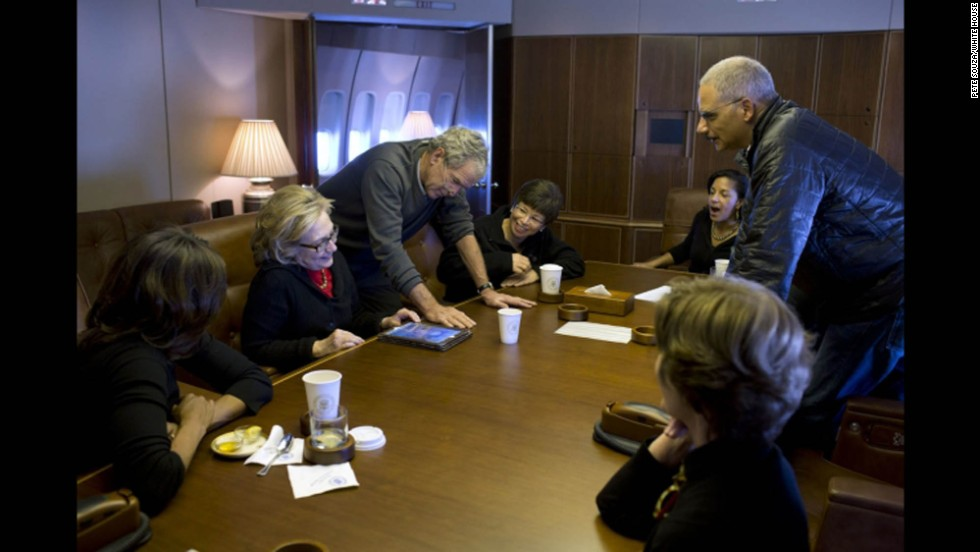 President Bush shows photos of his paintings to Michelle Obama, former Secretary of State Hillary Clinton, Jarrett, Rice, Attorney General Eric Holder and Mrs. Bush.