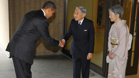 The Emperor and the Empress greet U.S. President Barack Obama at the Imperial Palace on November 14, 2009.