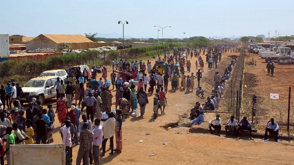 A handout photo released by the UNMISS on December 17, 2013 shows civilians seeking protection, arriving at the UNMISS compound adjacent to Juba International Airport following recent fightings in the capital. The government of South Sudan said on December 17, 2013 it has arrested 10 leading figures, many of them former ministers, as clashes raged for two days in the capital. The clashes, which have left scores of people dead, most of them soldiers, pitted troops loyal to President Salva Kiir against those allied to deposed vice-president Riek Machar. AFP PHOTO / UNMISS / Rolla Hinedi