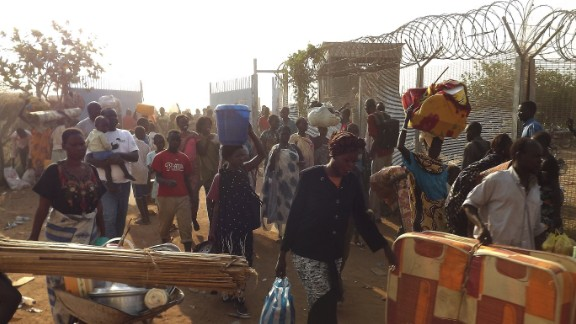 People arrive to seek refuge in the UNMISS compound in Juba, on December 18, 2013. The mission is stepping up provision of basic health facilities.South Sudan