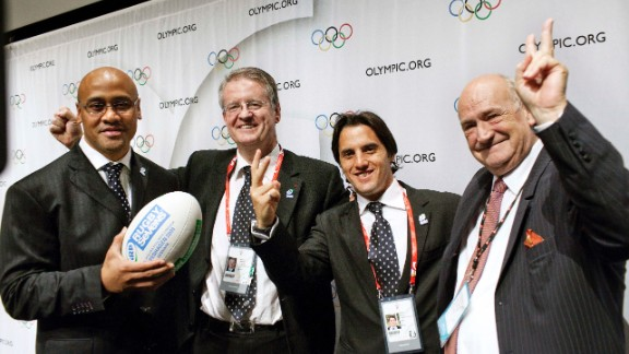 (From left to right) New Zealand rugby legend Jonah Lomu, International Rugby Board president Bernard Lapasset, Argentina