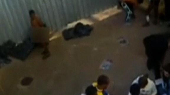 italy migrants hosed video wedeman_00003722.jpg