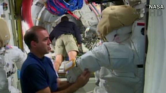 newday zarrella spacewalk preview_00000417.jpg