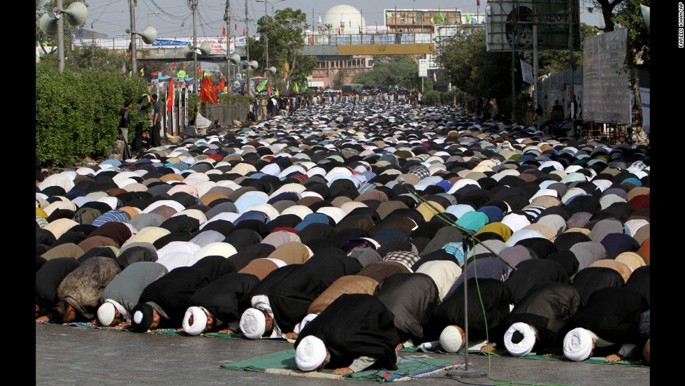<strong>December 24:</strong> In Karachi, Pakistan, Shiite Muslims pray during a procession observing Chehlum, which marks a period of mourning for the 7th century Imam Hussein, grandson of the Prophet Mohammed.