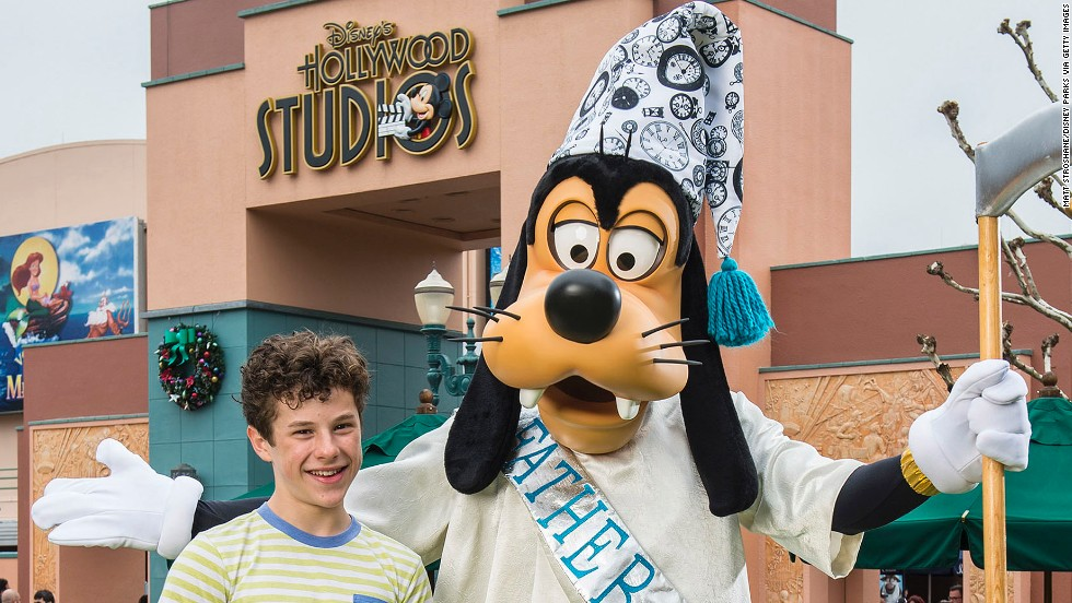 """Modern Family"" star Nolan Gould hangs with Goofy at the Walt Disney World Resort on December 30 in Lake Buena Vista, Florida."