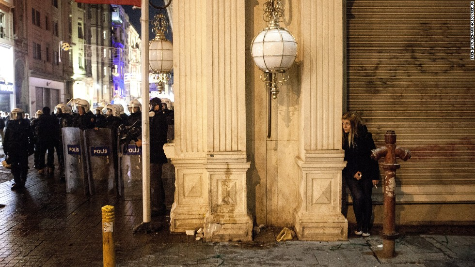 <strong>December 27: </strong>Protesters, demanding Turkish Prime Minister Tayyip Erdogan resign over a high-level corruption scandal, clash with riot police in Istanbul.