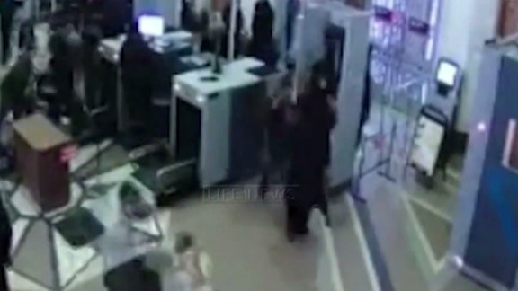 early magnay russia explosion video inside train station_00000719.jpg