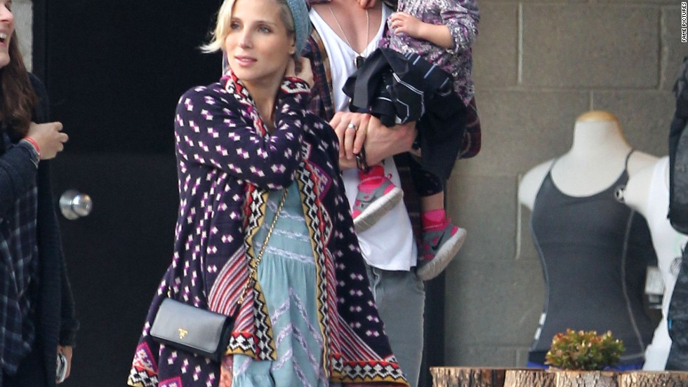 """Thor"" star Chris Hemsworth and his expecting wife Elsa Pataky enjoy a day out in Venice Beach on January 8."