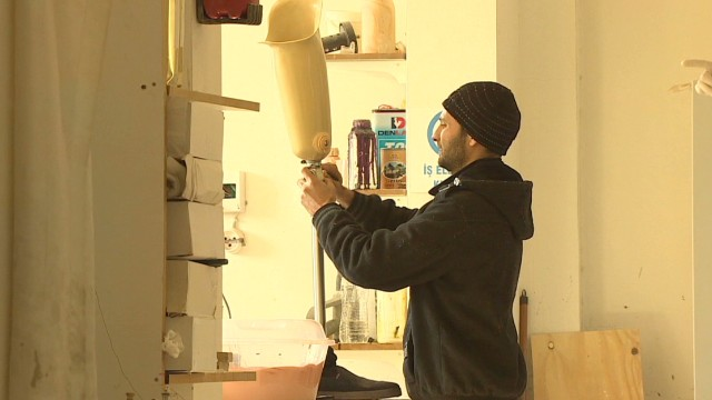 Making new limbs for Syrian war victims
