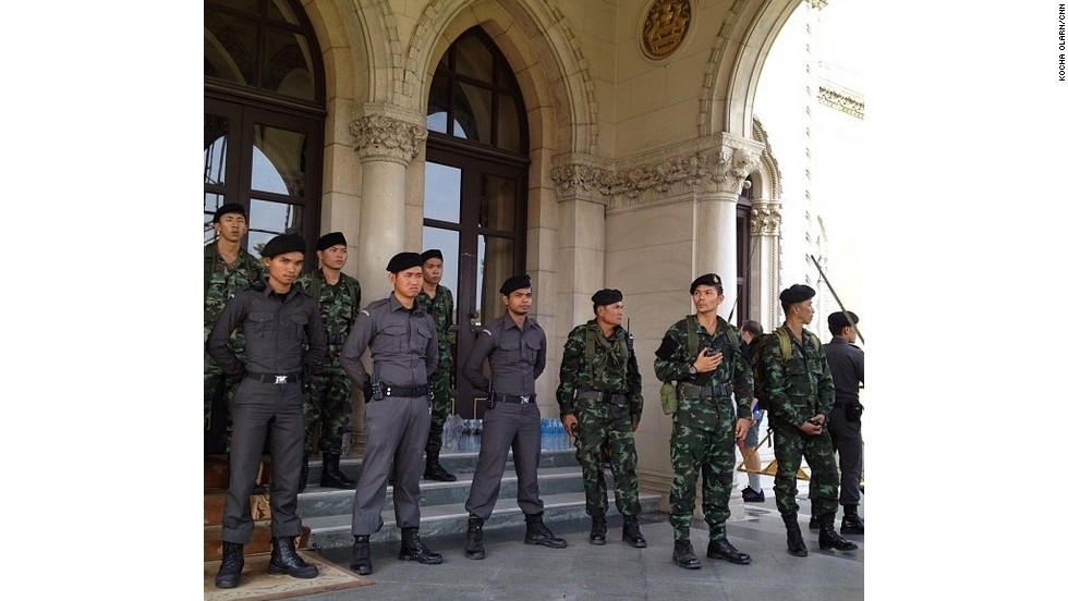 Thai soldiers and police officers guard the Prime Minister's office. Photo by Kocha Olarn/CNN (Instagram: @koachaolarn)