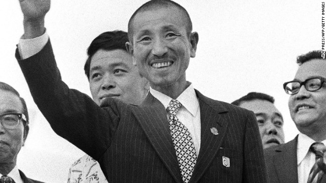 Hiroo Onoda (center) at Tokyo international airport on March 12, 1974 after returning home from the Philippine jungles.
