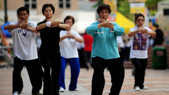 Kung Fu Corner takes place every Sunday In Kowloon park, but early risers also come here daily to practice Tai Chi, a stress-reducing type of Chinese martial art.