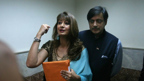 The couple attends the Lalit Doshi Memorial Award 2009-2010 at Y. B. Chavan Auditorium, Churchgate, on August 6, 2010, in Mumbai, India.